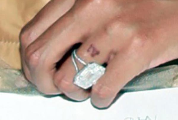 10 Beyonce engagement ring wedding band tattoo 1 - Beyoncé's Engagement Ring