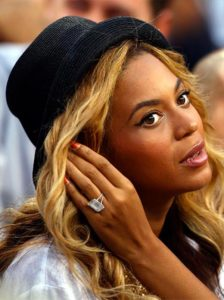 3 Beyonce engagement ring closeup 224x300 - Beyoncé's Engagement Ring