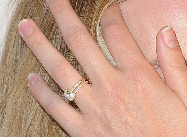Margot Robbie engagement ring close-up
