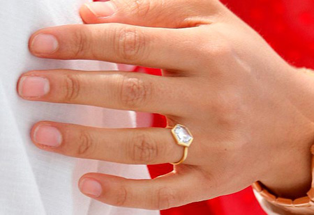 7 Shanina Shaiks Engagement Ring Solitaire Close Up 2 - Shanina Shaik's Engagement Ring