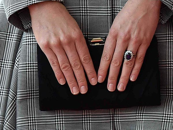 11 Kate Middletons Engagement Ring Hands Close Up - Kate Middleton's Engagement Ring