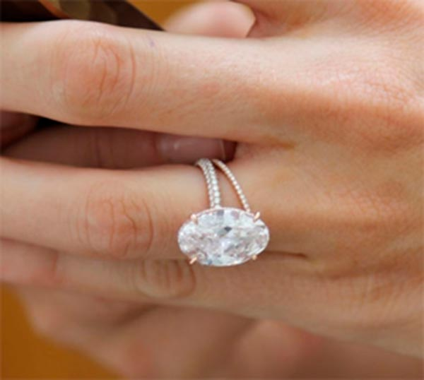 Blake Livelys Engagement Ring Close Up