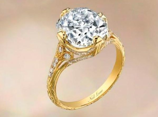 Miley Cyrus Engagement Ring Official Image