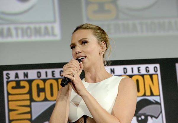 Scarlett Johanssons Engagement Ring Debut