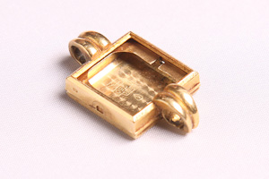 18k gold charm - The best place to sell gold for cash